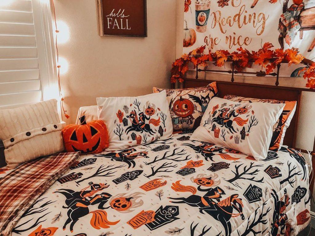20 Cozy But Spooky Halloween Bedroom Decoration Ideas 13