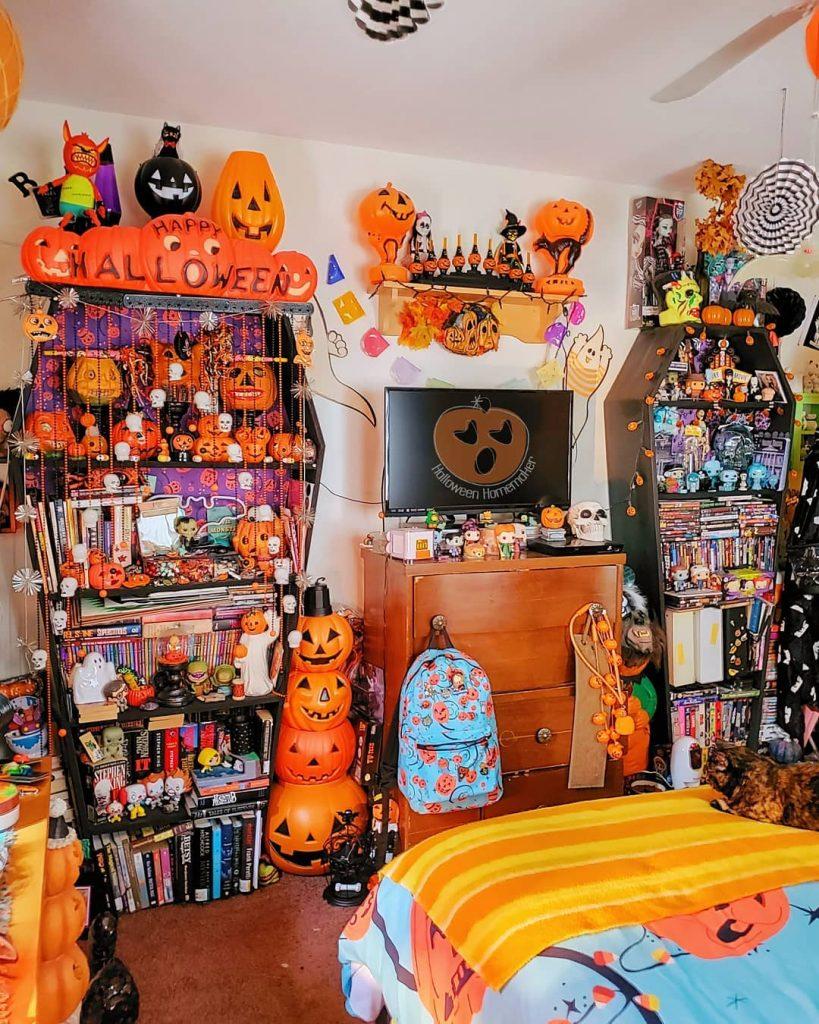 20 Cozy But Spooky Halloween Bedroom Decoration Ideas 14