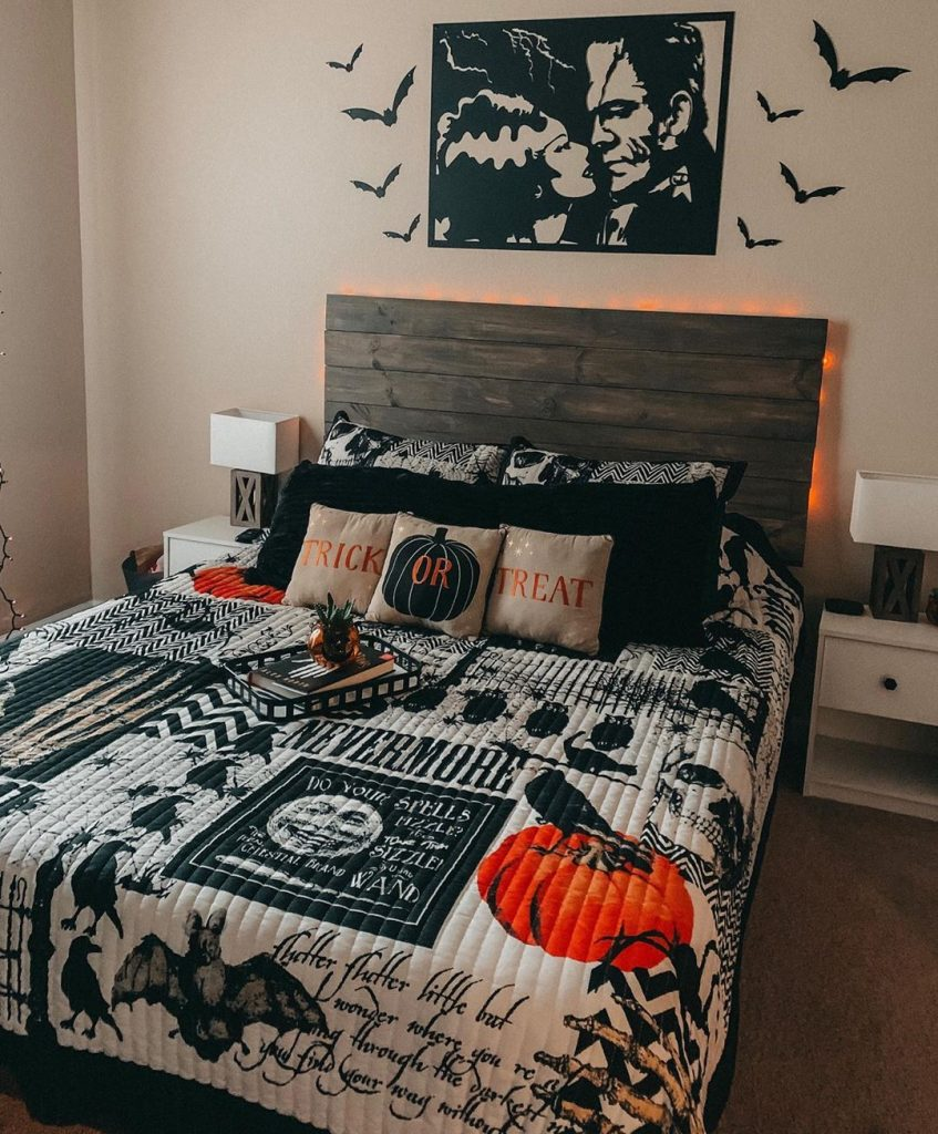 20+ Cozy But Spooky Halloween Bedroom Decoration Ideas (22)