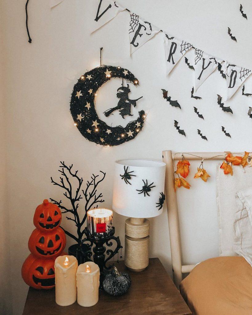 20+ Cozy But Spooky Halloween Bedroom Decoration Ideas (29)