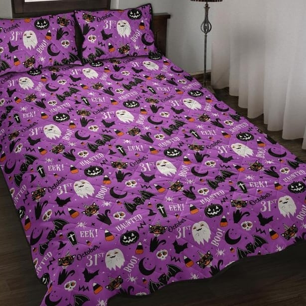 20+ Cozy But Spooky Halloween Bedroom Decoration Ideas (4)
