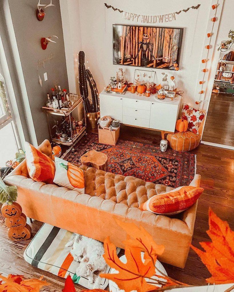 20+ Cozy But Spooky Halloween Bedroom Decoration Ideas (7)