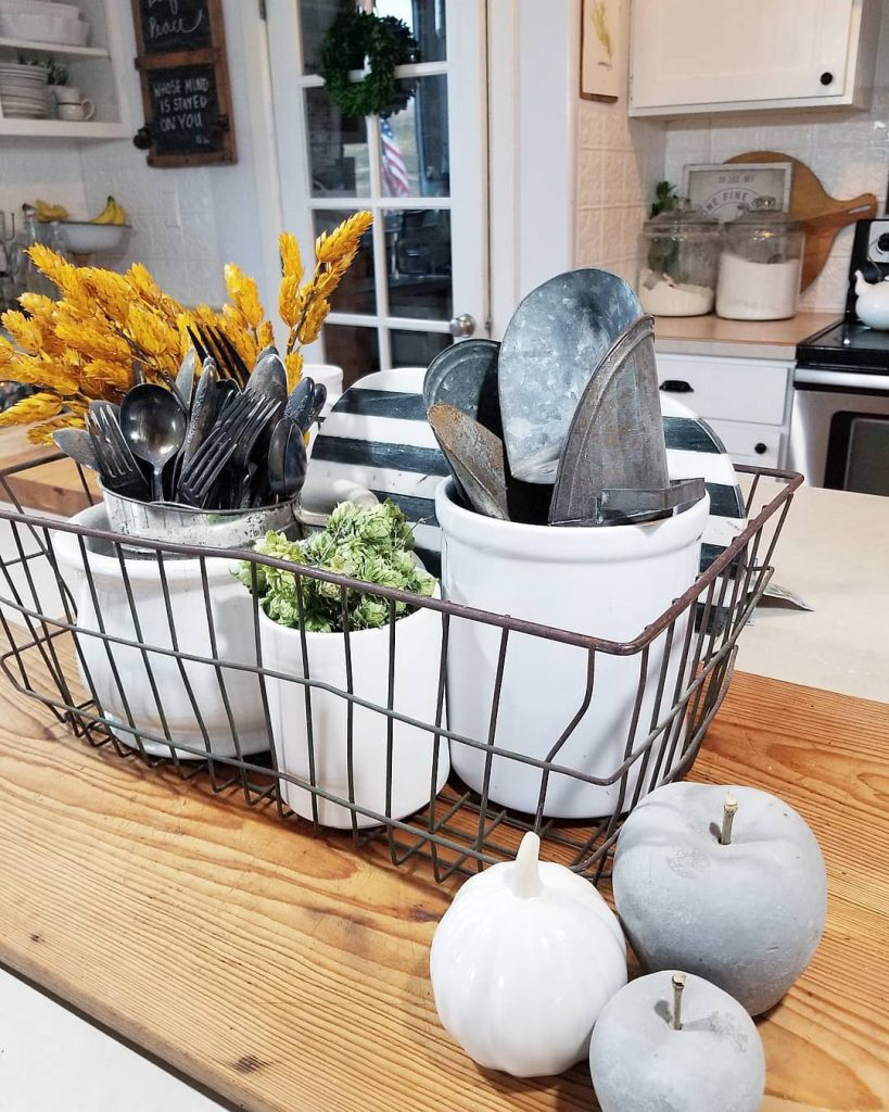 100 Amazing Rustic Farmhouse Design Interior Ideas Suitable For Fall Season 12