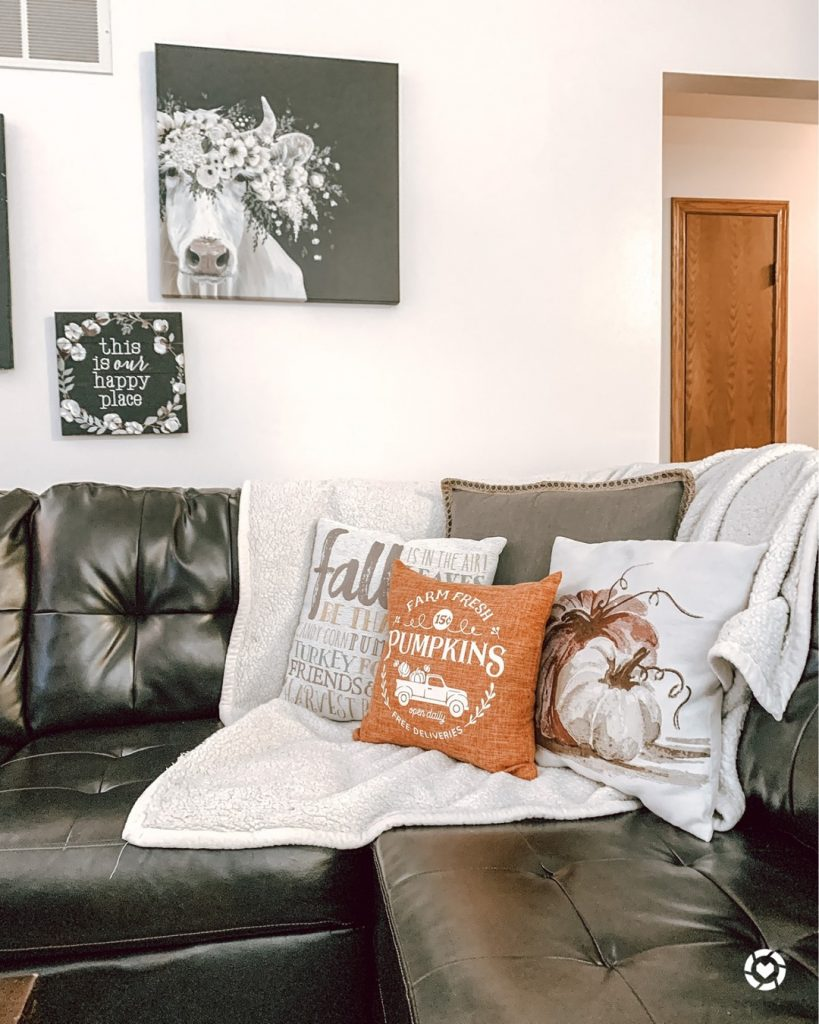 100 Amazing Rustic Farmhouse Design Interior Ideas Suitable For Fall Season 95