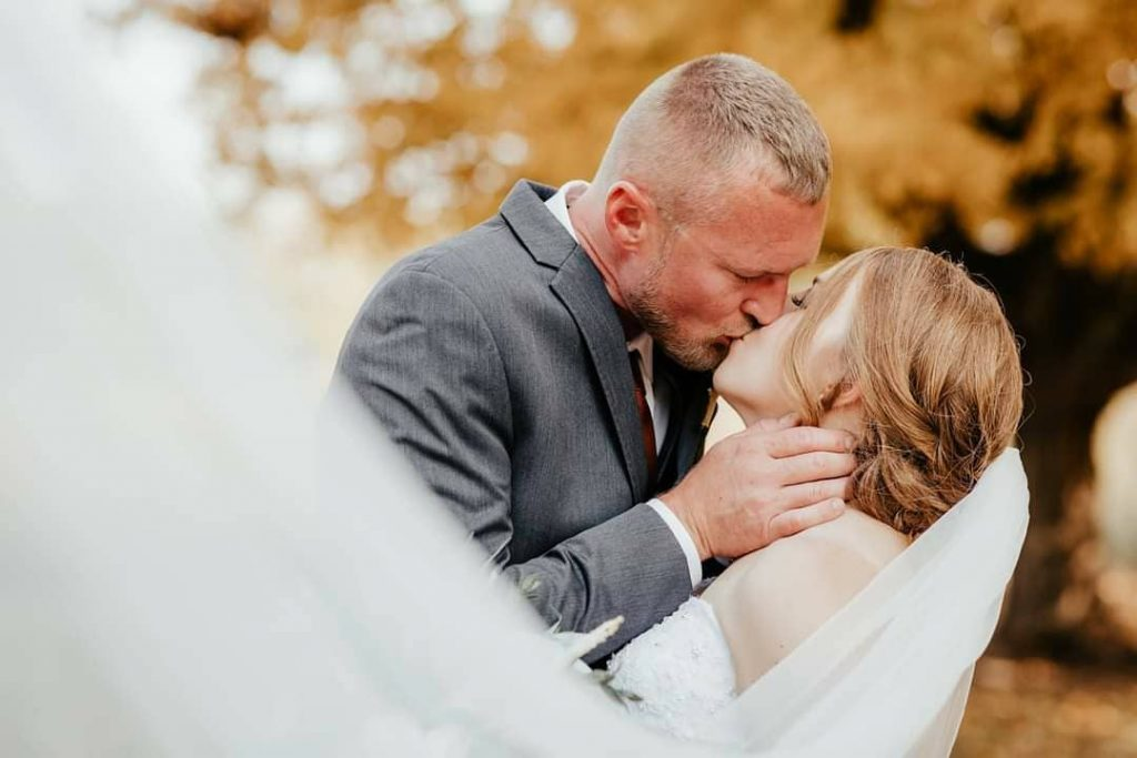 20 Inspiring Fall Wedding Photography Ideas For Your Memorable Moments 1 1