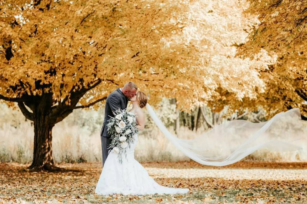 20 Inspiring Fall Wedding Photography Ideas For Your Memorable Moments 10