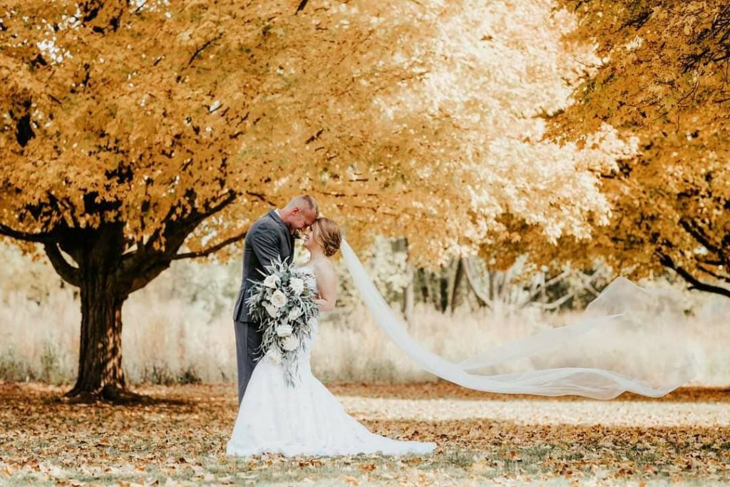 20 Inspiring Fall Wedding Photography Ideas For Your Memorable Moments 3 1