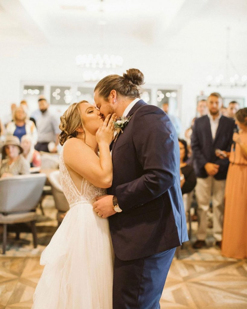 20 Inspiring Fall Wedding Photography Ideas For Your Memorable Moments 6