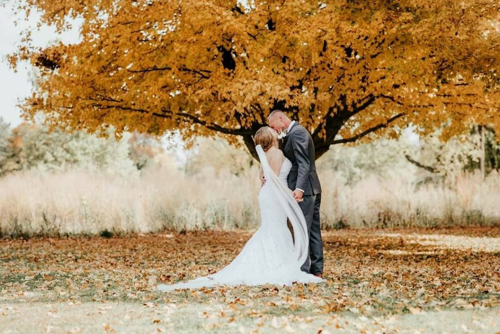 20 Inspiring Fall Wedding Photography Ideas For Your Memorable Moments 9 1