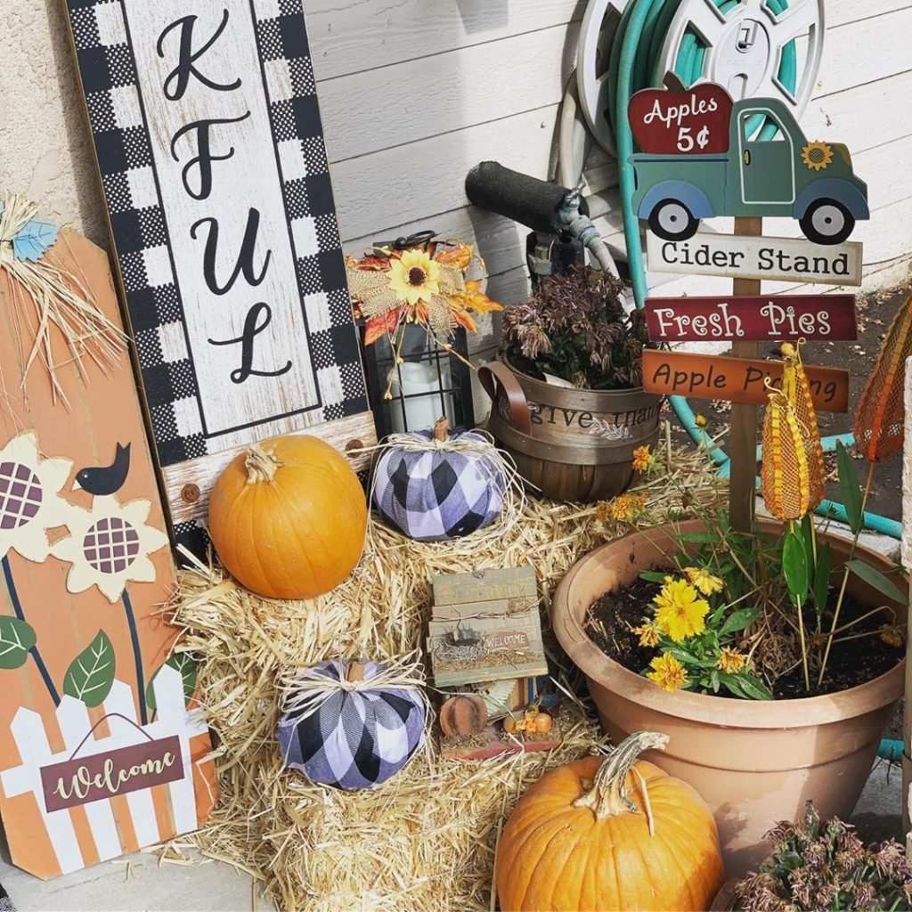 80+ Creative Fall Decoration Ideas With Pumpkins You Will Totally Love (22)