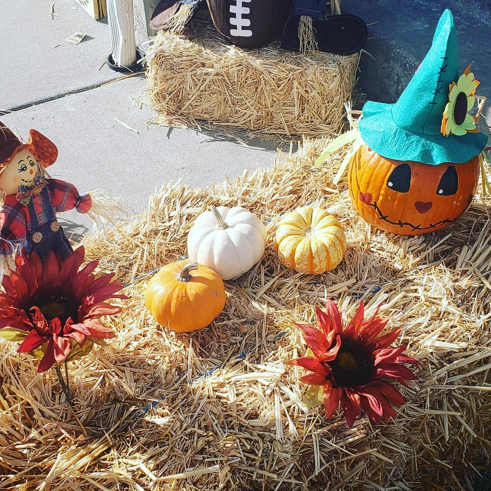80+ Creative Fall Decoration Ideas With Pumpkins You Will Totally Love (54)