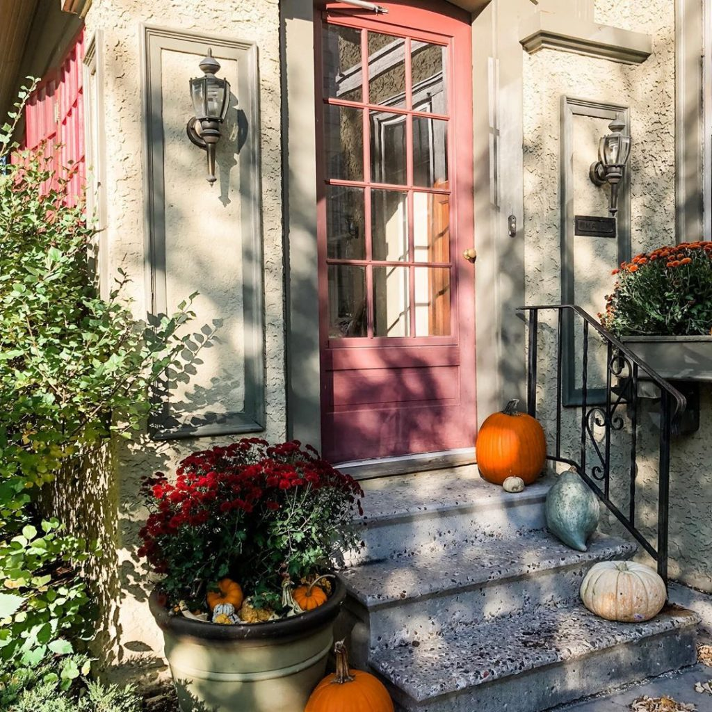 80+ Creative Fall Decoration Ideas With Pumpkins You Will Totally Love (56)
