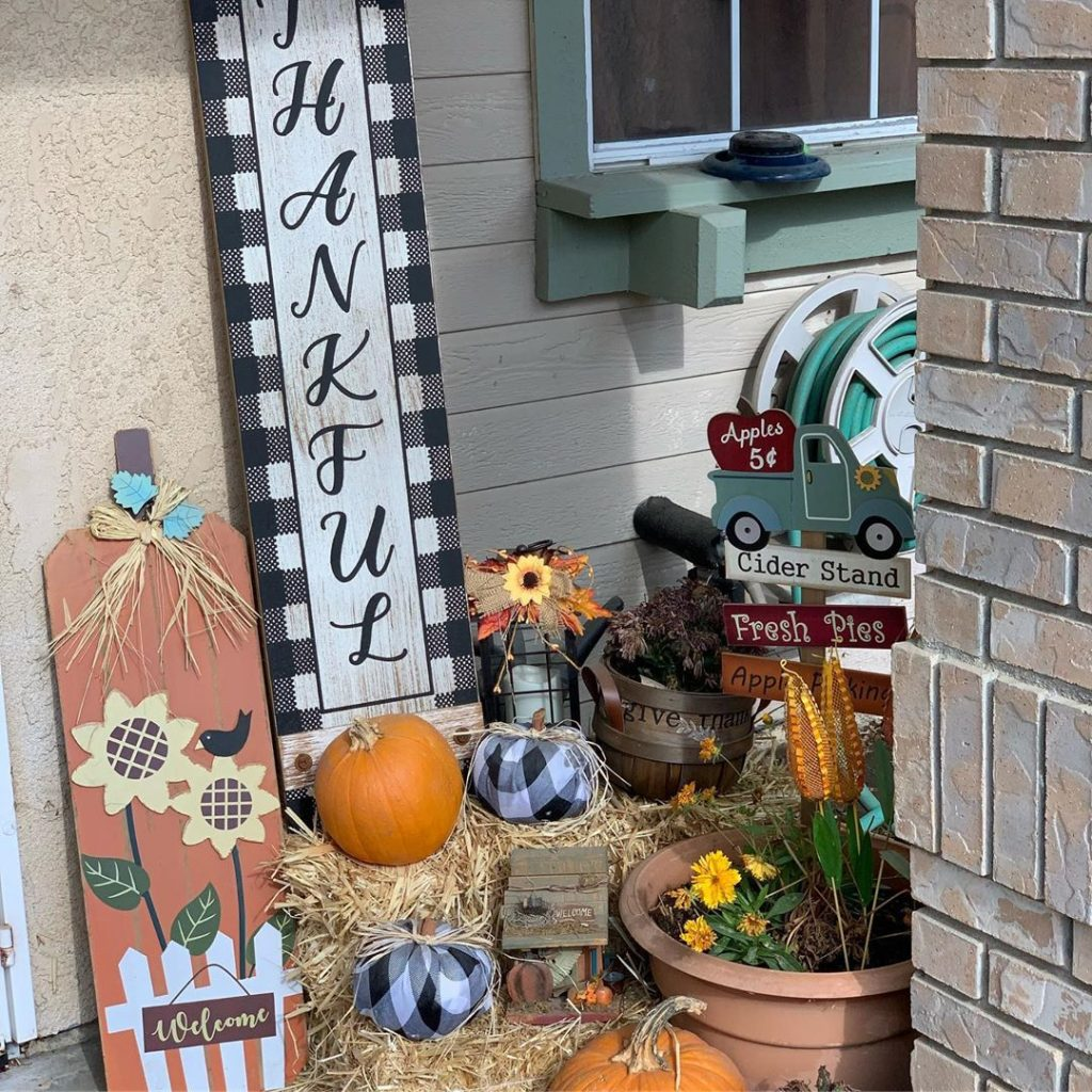 80+ Creative Fall Decoration Ideas With Pumpkins You Will Totally Love (57)