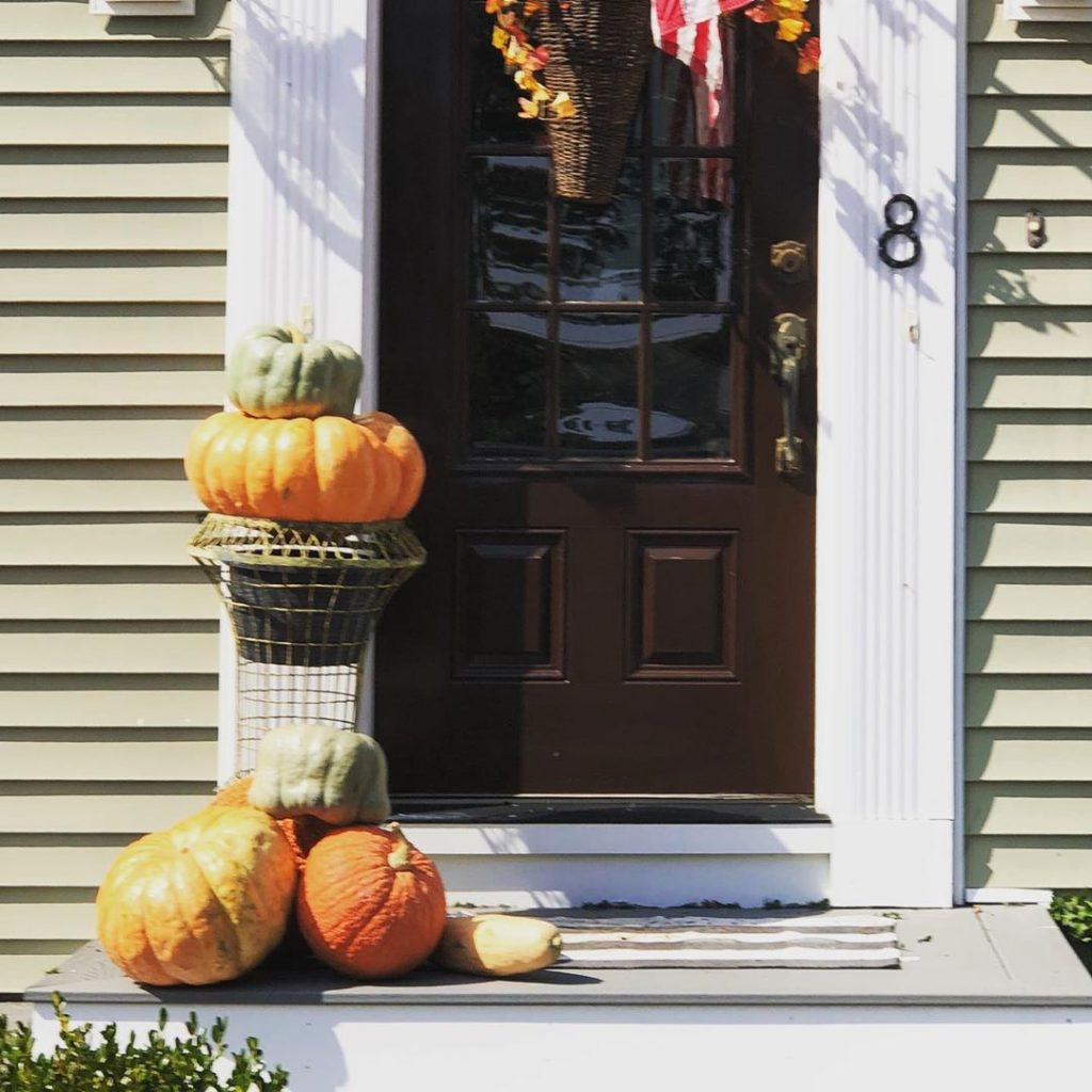 80+ Creative Fall Decoration Ideas With Pumpkins You Will Totally Love (77)