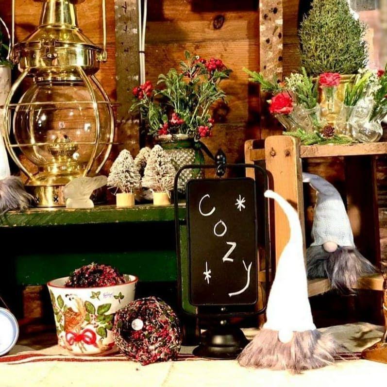 100 Cozy Farmhouse Christmas Decor Ideas To Makes Your Home Feel Warm 04