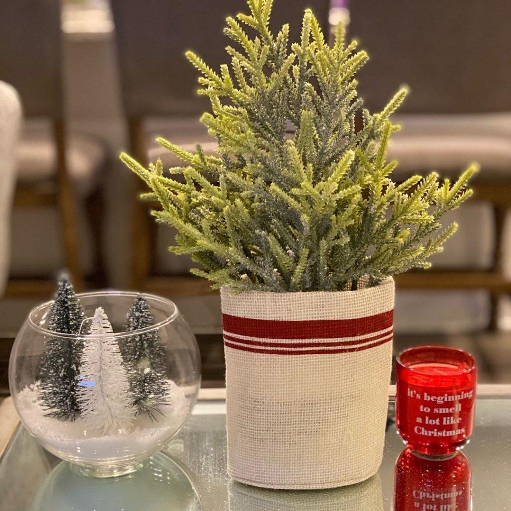 100 Cozy Farmhouse Christmas Decor Ideas To Makes Your Home Feel Warm 15