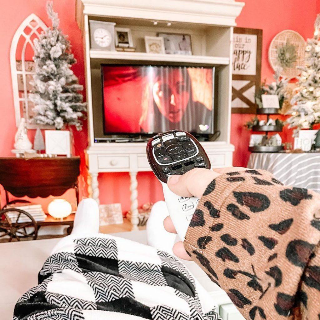 100 Cozy Farmhouse Christmas Decor Ideas To Makes Your Home Feel Warm 21