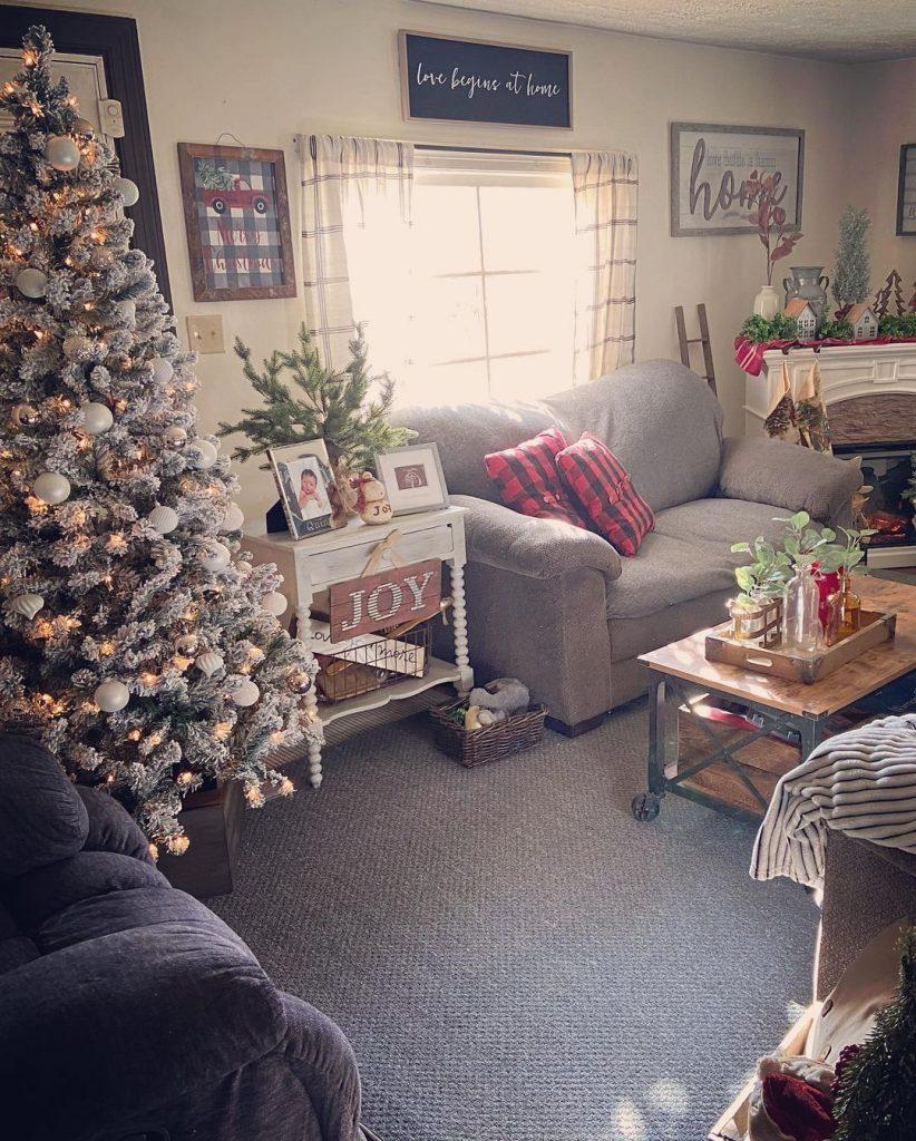 100 Cozy Farmhouse Christmas Decor Ideas To Makes Your Home Feel Warm 32