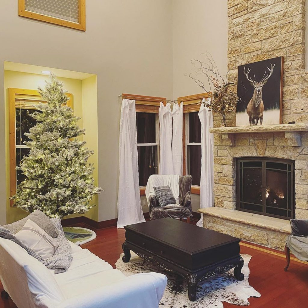 100 Cozy Farmhouse Christmas Decor Ideas To Makes Your Home Feel Warm 33