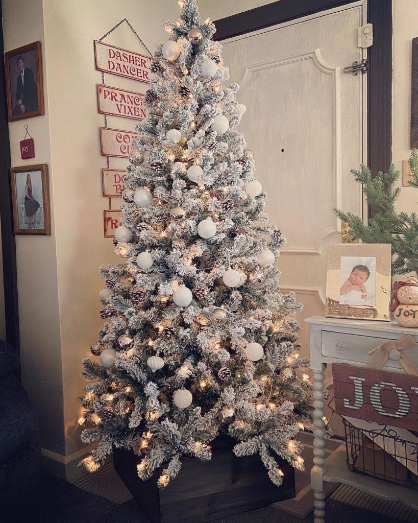 100 Cozy Farmhouse Christmas Decor Ideas To Makes Your Home Feel Warm 49