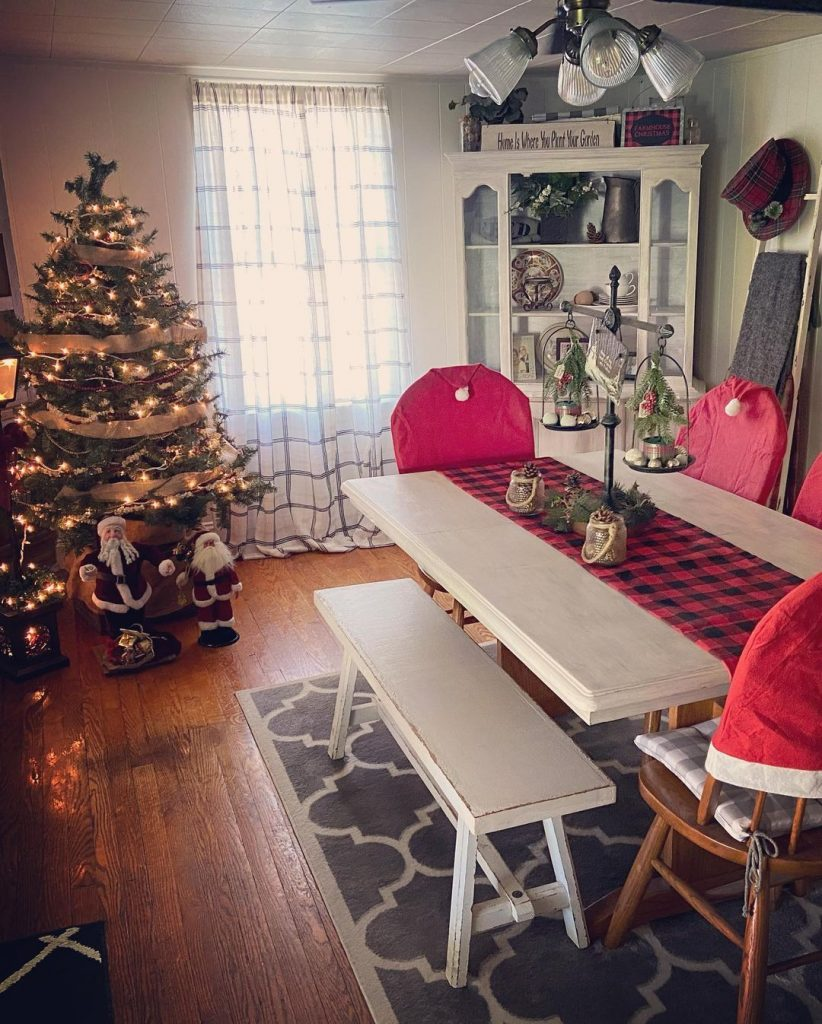 100 Cozy Farmhouse Christmas Decor Ideas To Makes Your Home Feel Warm 50