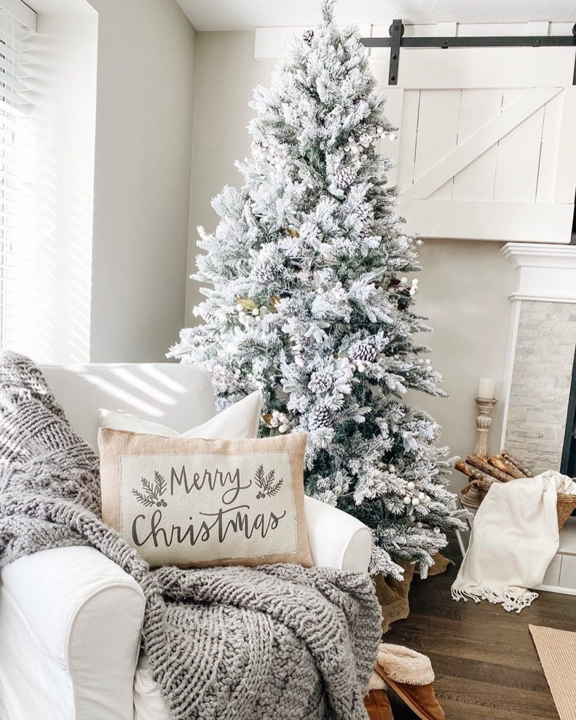 100 Cozy Farmhouse Christmas Decor Ideas To Makes Your Home Feel Warm 51