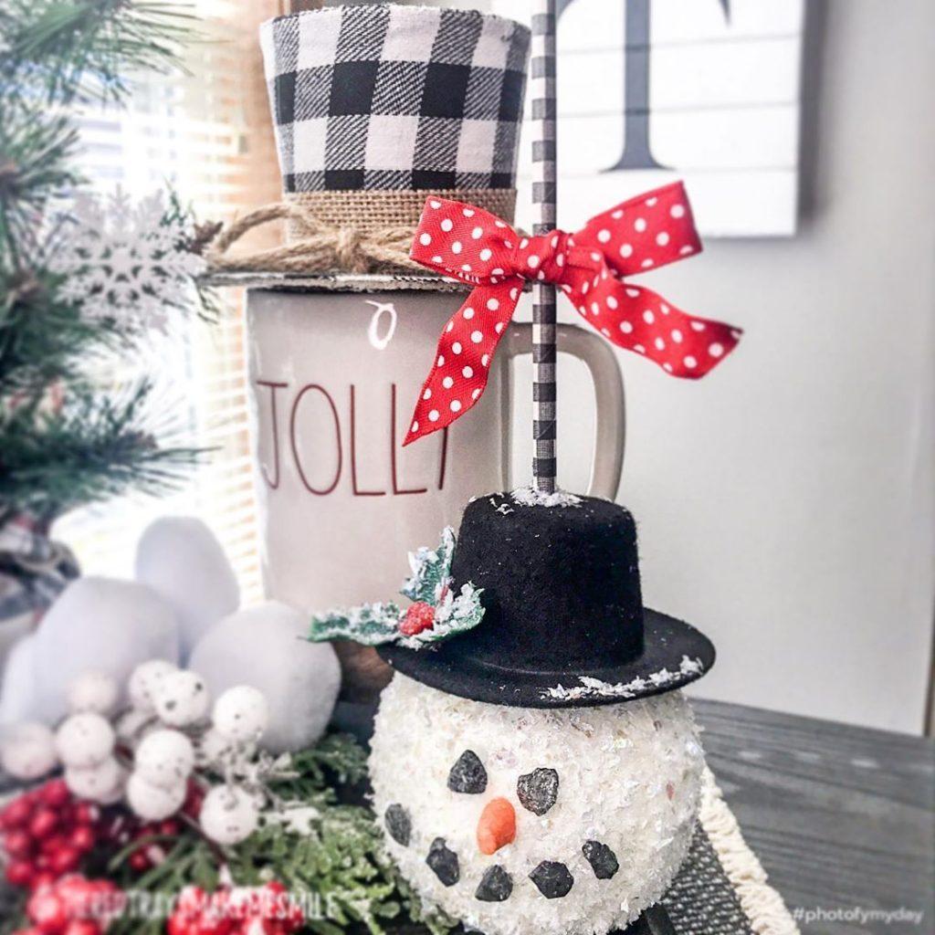 100 Cozy Farmhouse Christmas Decor Ideas To Makes Your Home Feel Warm 54