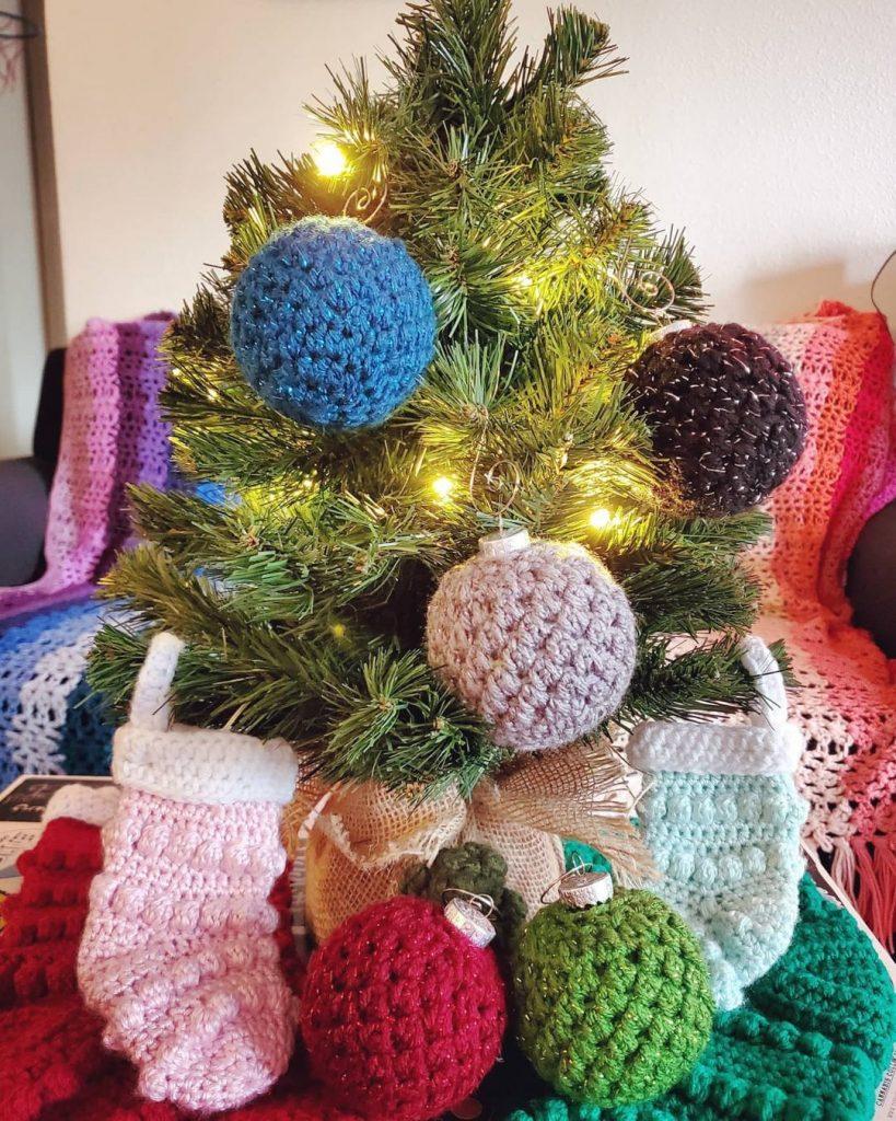 100 Cozy Farmhouse Christmas Decor Ideas To Makes Your Home Feel Warm 60