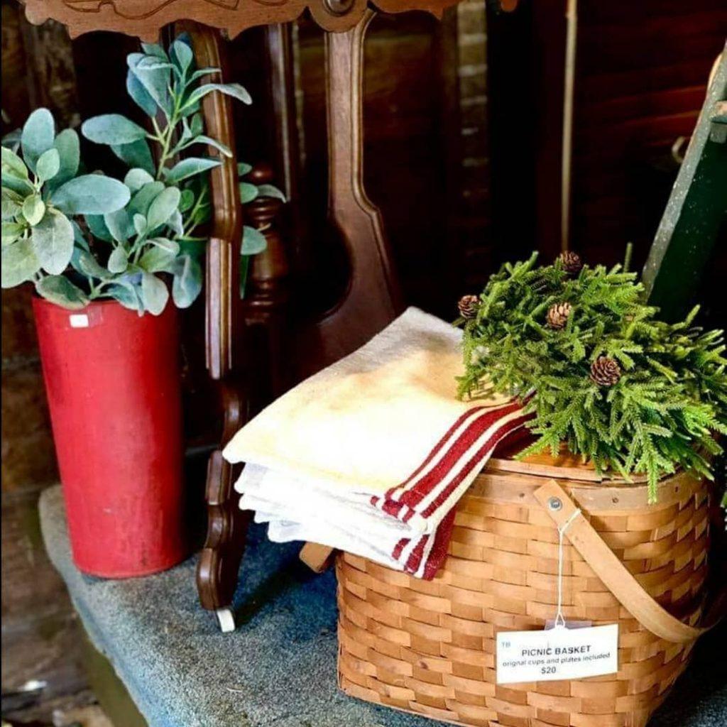 100 Cozy Farmhouse Christmas Decor Ideas To Makes Your Home Feel Warm 74