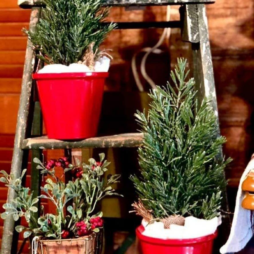 100 Cozy Farmhouse Christmas Decor Ideas To Makes Your Home Feel Warm 75