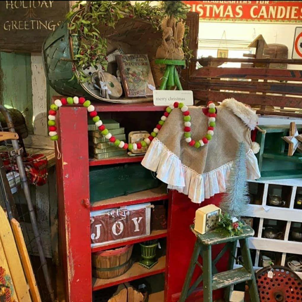 100 Cozy Farmhouse Christmas Decor Ideas To Makes Your Home Feel Warm 78