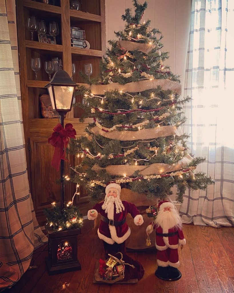100 Cozy Farmhouse Christmas Decor Ideas To Makes Your Home Feel Warm 95