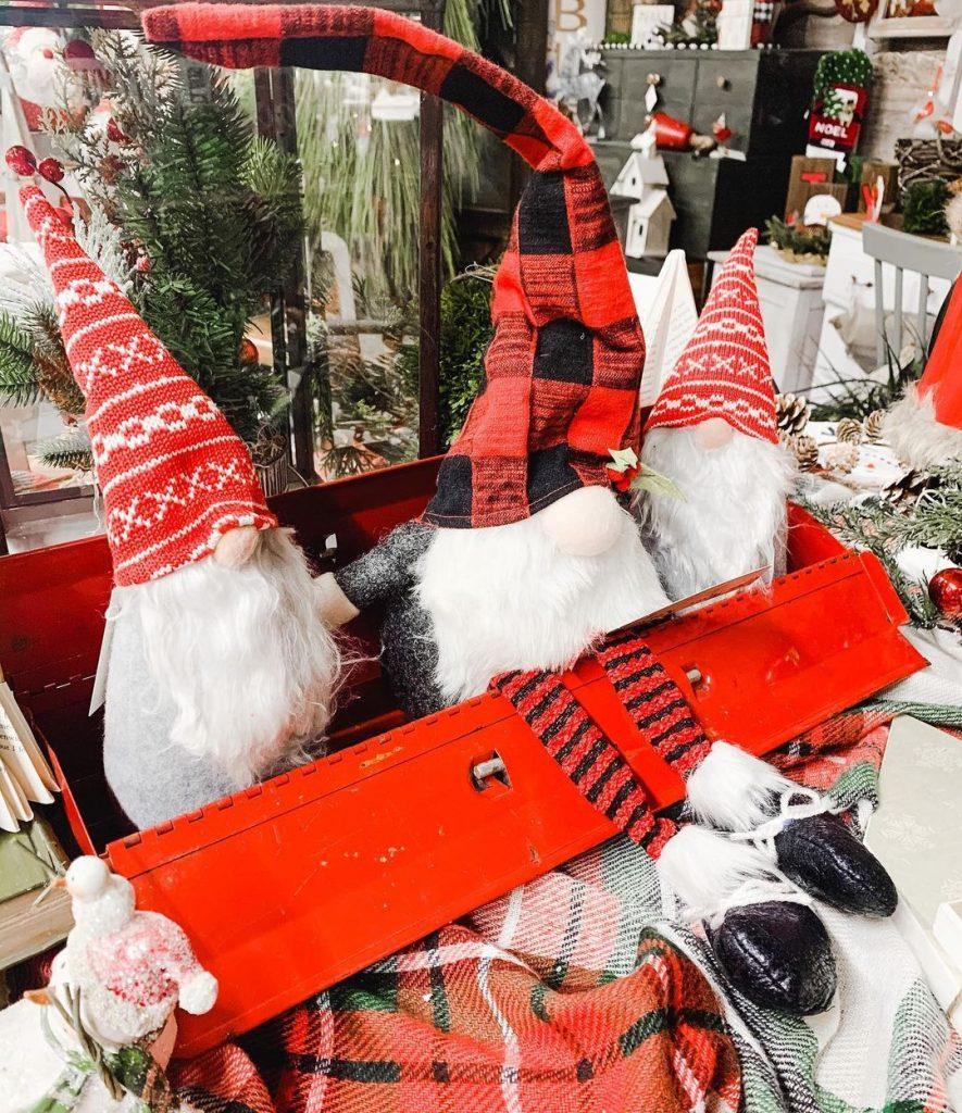 100 Cozy Farmhouse Christmas Decor Ideas To Makes Your Home Feel Warm 99