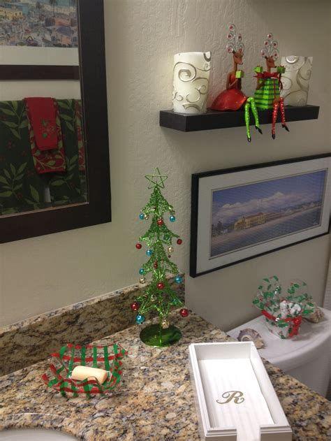 Amazing Christmas Bathroom Decorations That Will Amaze You 34