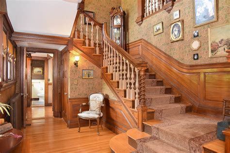 Amazing Victorian Staircases Design Ideas For Beauty And Safety 38