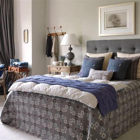 Amazing Winter Bedroom Decorating Ideas For Your Comfortable Sleep 30