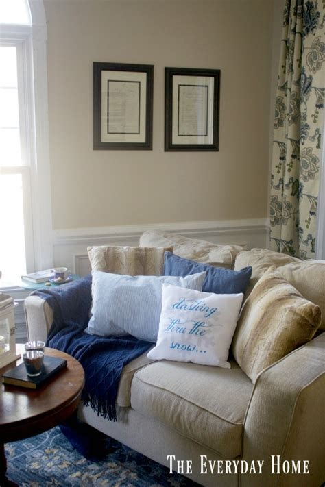 Attractive Winter Living Room Decoration Ideas For Warmth In The House 06