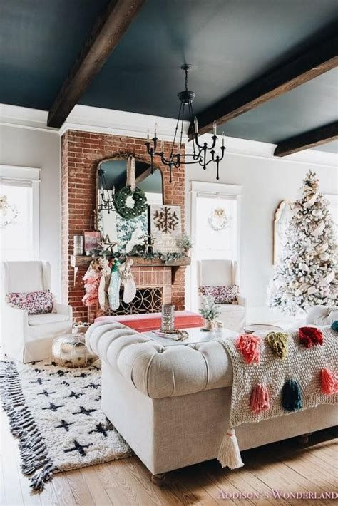 Attractive Winter Living Room Decoration Ideas For Warmth In The House 07