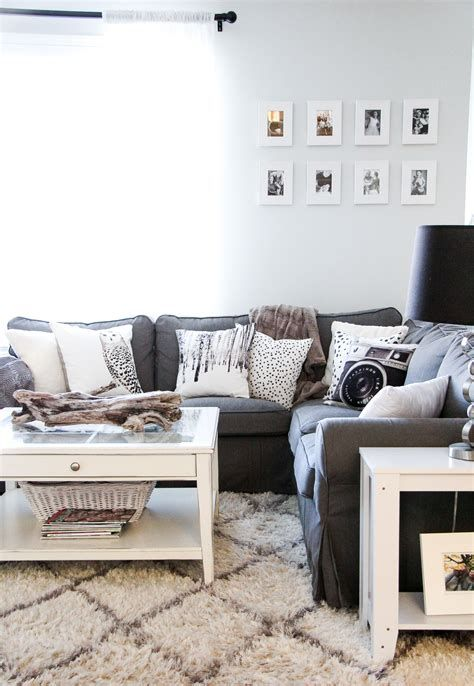Attractive Winter Living Room Decoration Ideas For Warmth In The House 08