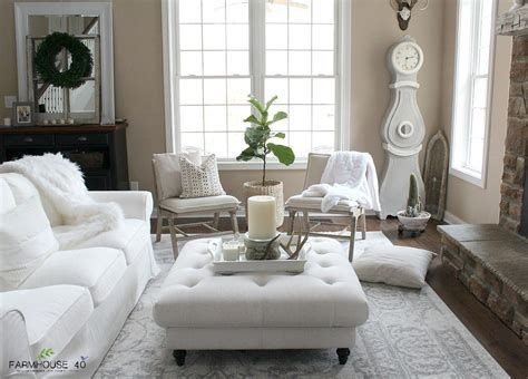 Attractive Winter Living Room Decoration Ideas For Warmth In The House 10