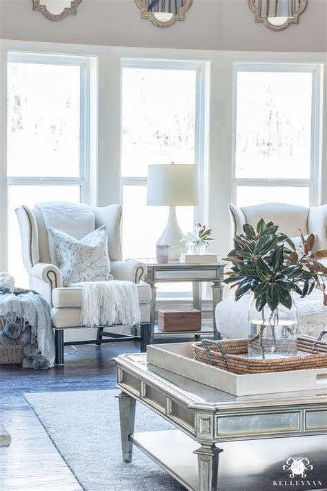 Attractive Winter Living Room Decoration Ideas For Warmth In The House 19
