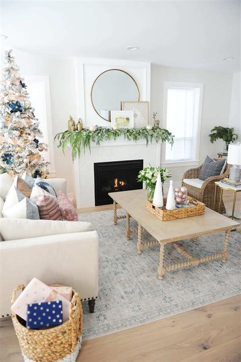 Attractive Winter Living Room Decoration Ideas For Warmth In The House 20