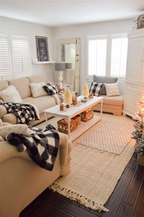 Attractive Winter Living Room Decoration Ideas For Warmth In The House 29