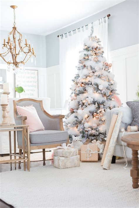 Attractive Winter Living Room Decoration Ideas For Warmth In The House 30