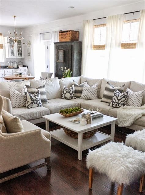 Attractive Winter Living Room Decoration Ideas For Warmth In The House 32
