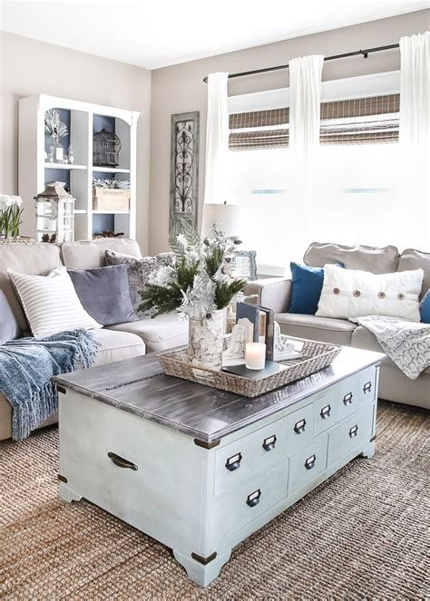 Attractive Winter Living Room Decoration Ideas For Warmth In The House 38