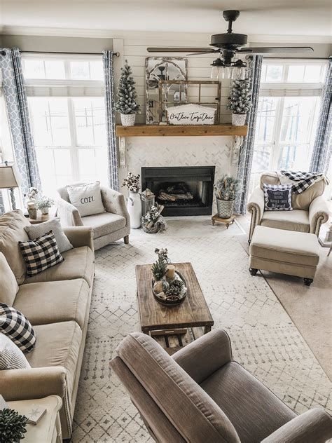 Attractive Winter Living Room Decoration Ideas For Warmth In The House 42
