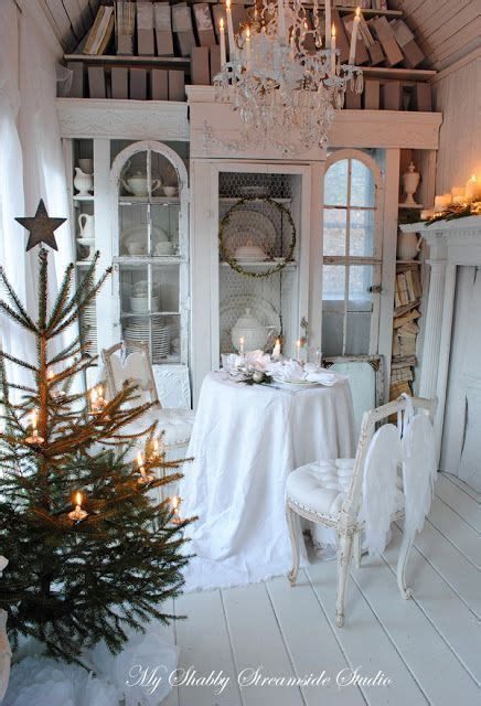Beautiful Christmas Decorating Ideas For Tiny House 14