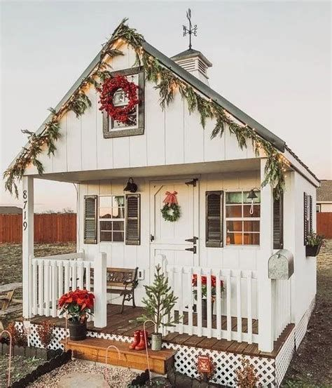 Beautiful Christmas Decorating Ideas For Tiny House 19