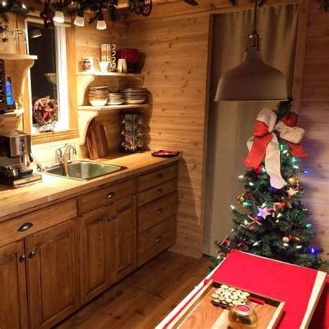 Beautiful Christmas Decorating Ideas For Tiny House 24